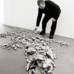 """""""Caimano"""" (work in progress) 2011 400 coccodrilli in alluminio installazione dimensione ambiente"""