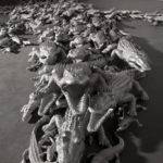 """""""Caimano"""" particolare 2011 400 coccodrilli in alluminio installazione dimensione ambiente"""