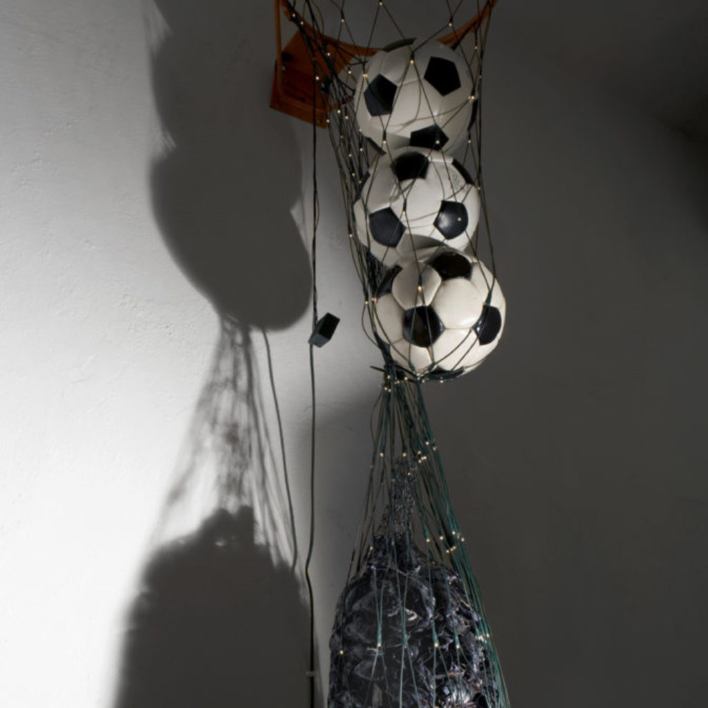 """""""Tifo"""" 2008, materiali vari 150 cm, diametro cm. 50"""